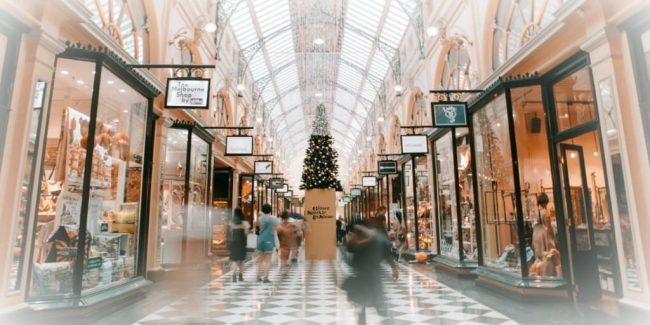 using store credit cards for shopping at mall retailers