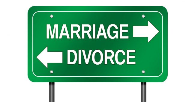 marriage or divorce sign with arrows pointing in opposite directions