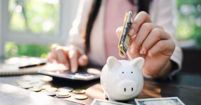woman budgeting her money